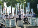 大阪城を背に第一声をあげる自民党大阪府連の北野妙子幹事長=10月12日午前、大阪市中央区